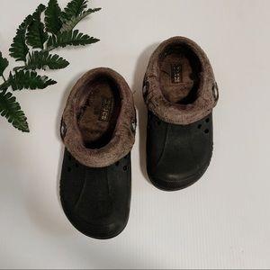 Black crocs with grey interior fur
